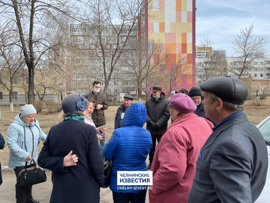 Жители 41-го комплекса жалуются на постоянный дым и запах от кафе