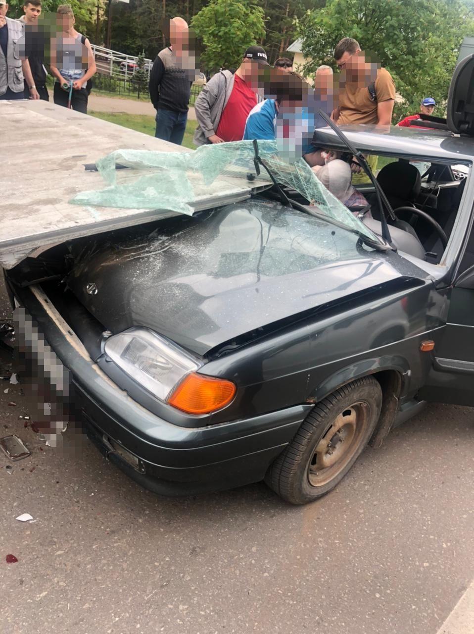 Пенсионер в Татарстане влетел в стоячий грузовик