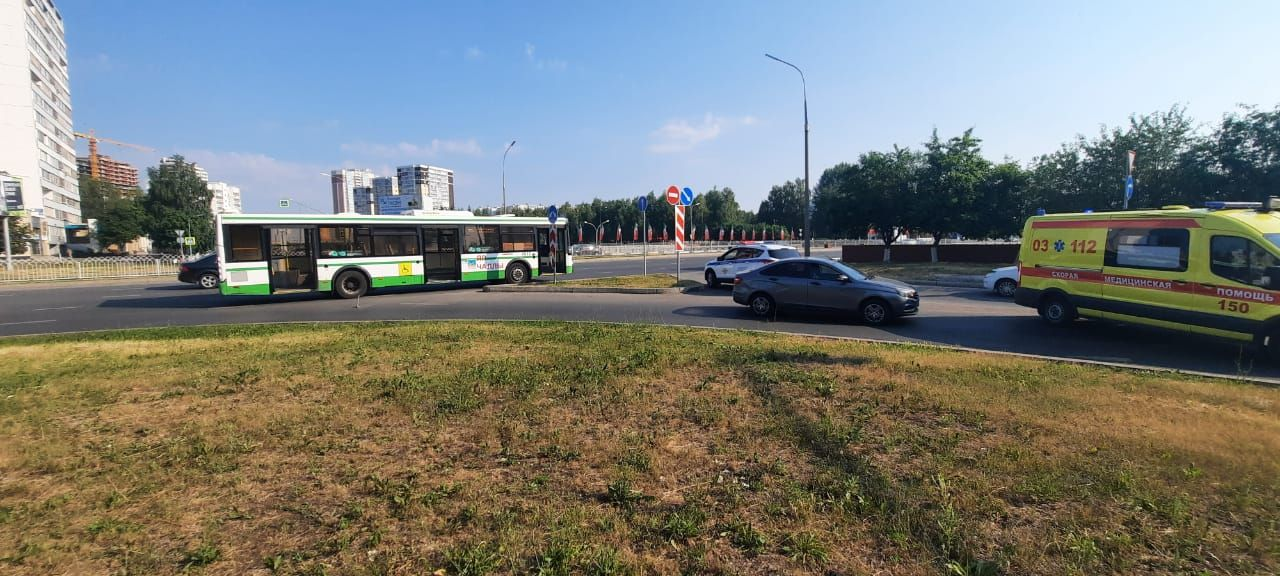В Челнах произошло ДТП с московским «ЛИАЗом»: пострадала 4-летняя девочка