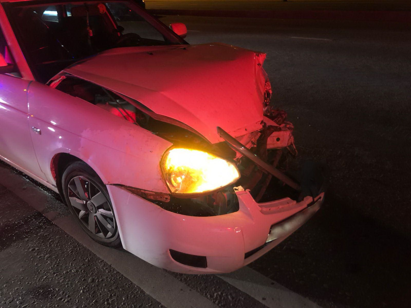 В Набережных Челнах молодой водитель попал в БСМП после аварии на развороте