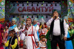 Узоры Сабантуя: стильная мэрия, уфимский кубинец и два батыра из Челнов