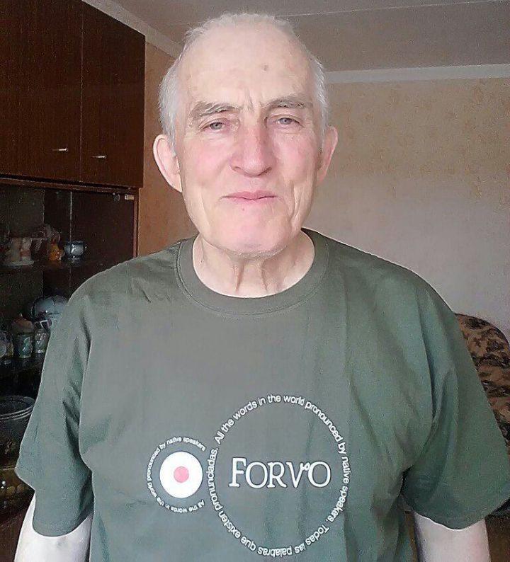 Пенсионер из Челнов перевел на татарский язык более 80 гимнов разных стран