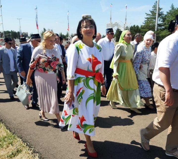 Чиновники Набережных Челнов вводят моду на принт с символикой города