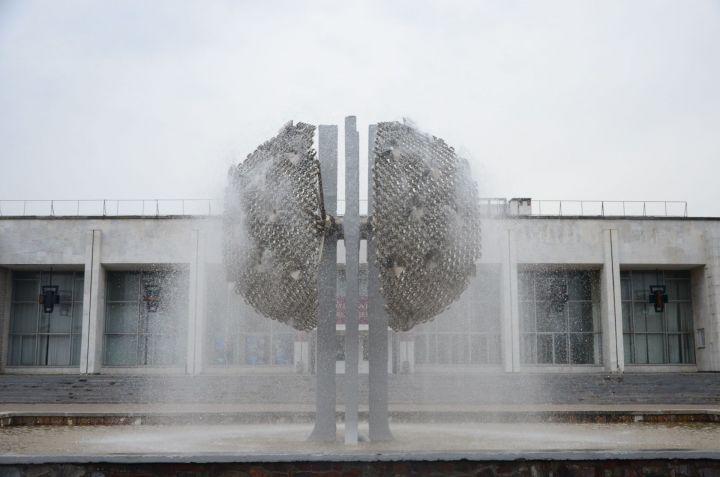 «Сдует» ли «Одуванчик»: фонтан у ДК «КАМАЗа» могут ликвидировать