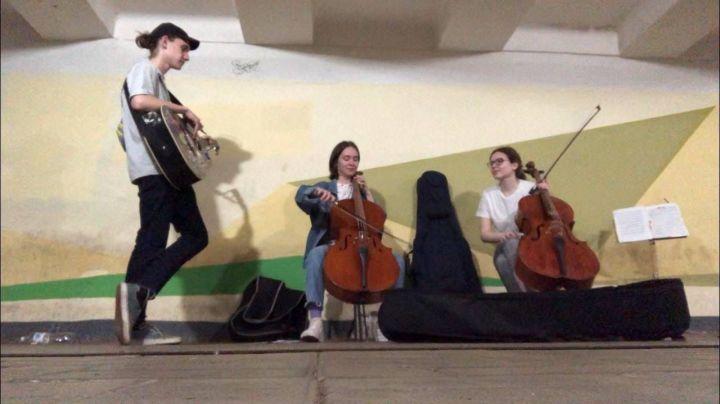 Дети подземелья: сколько зарабатывают уличные музыканты в Набережных Челнах