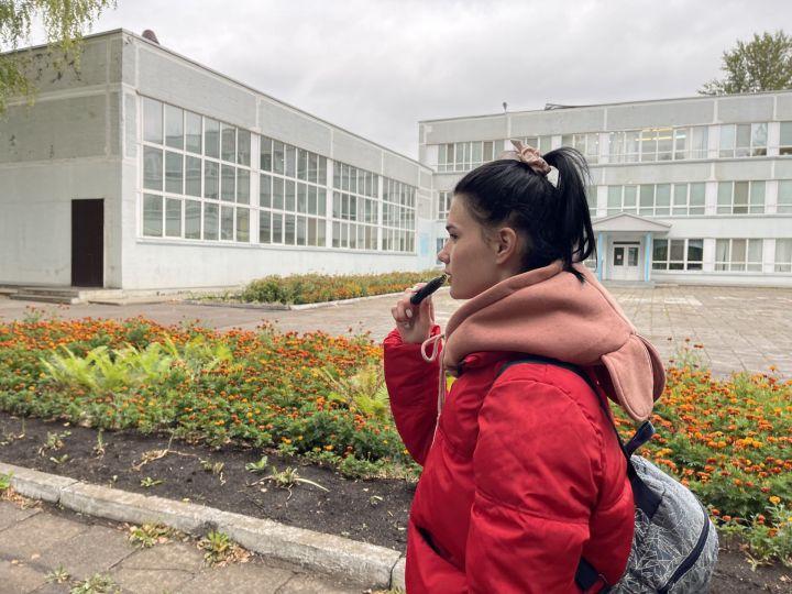 Школы Челнов окутал аромат клубники и ванили: дети массово курят электронные сигареты